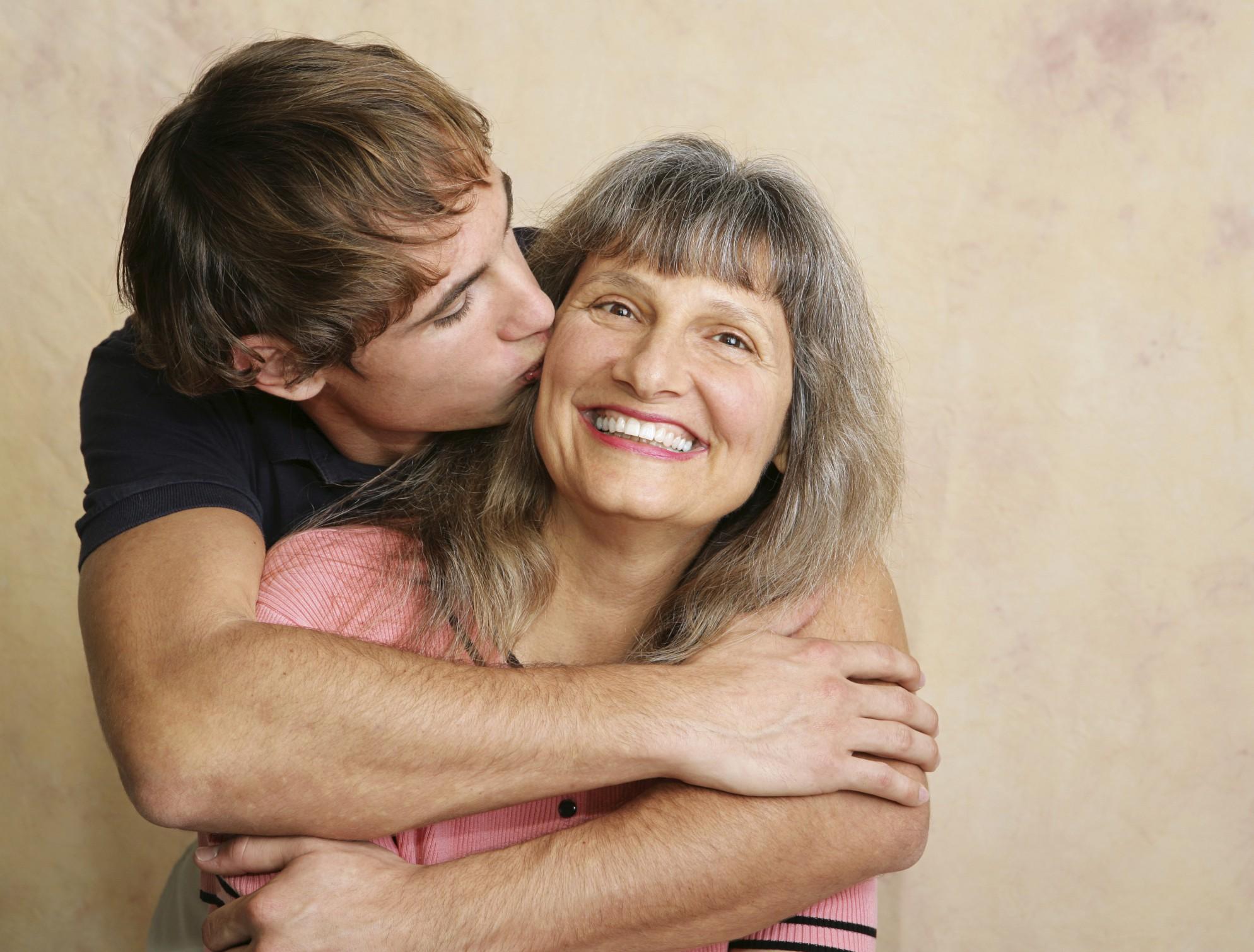 Смотреть эротику как сын трахнул молоденькую мамашу 13 фотография