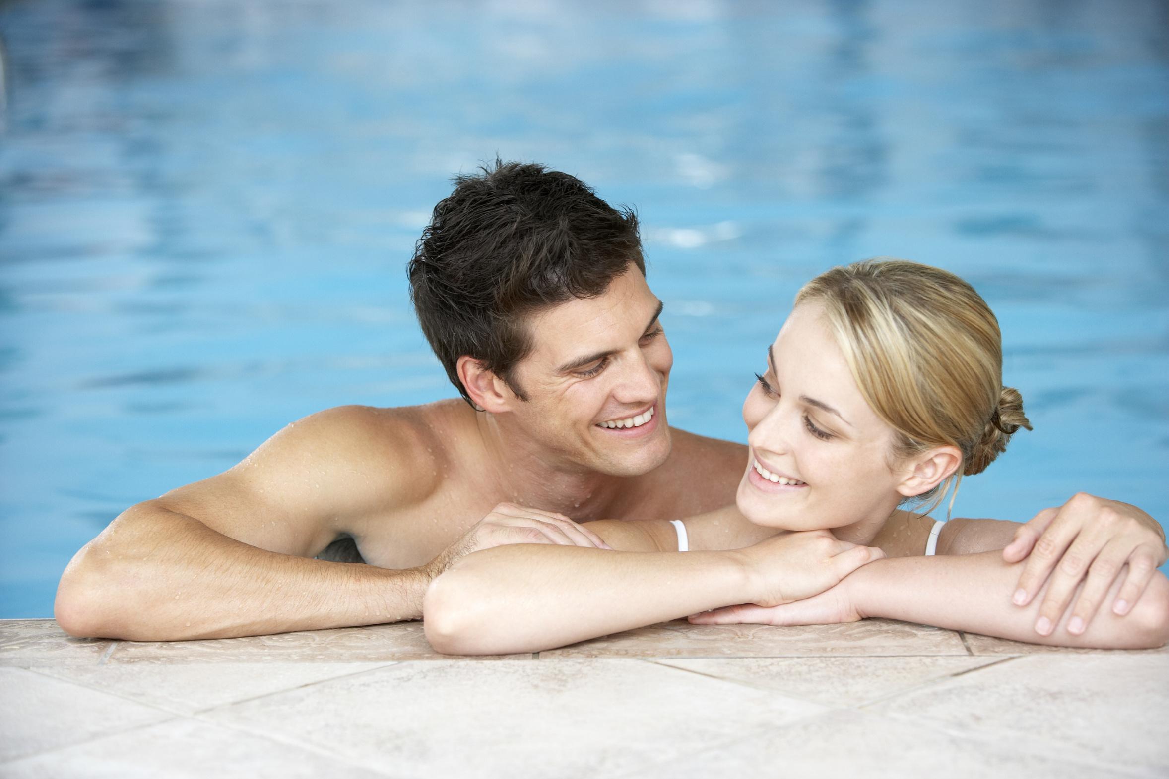 Фото муж и жена в бассейне, красивые картинки красивом белье