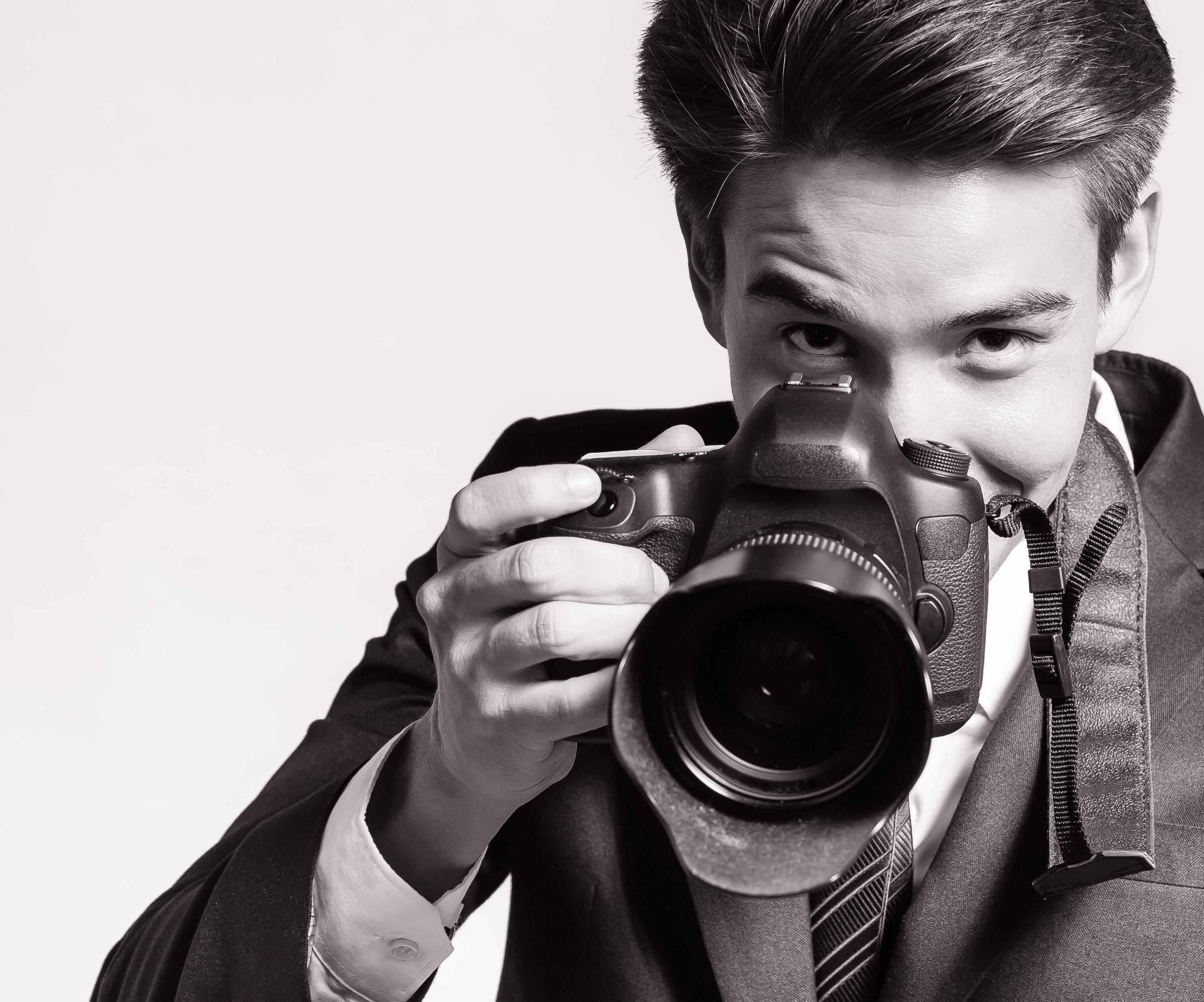 Mengapa Wanita Jatuh Cinta Pada Pria Fotografer? - Kelas Cinta