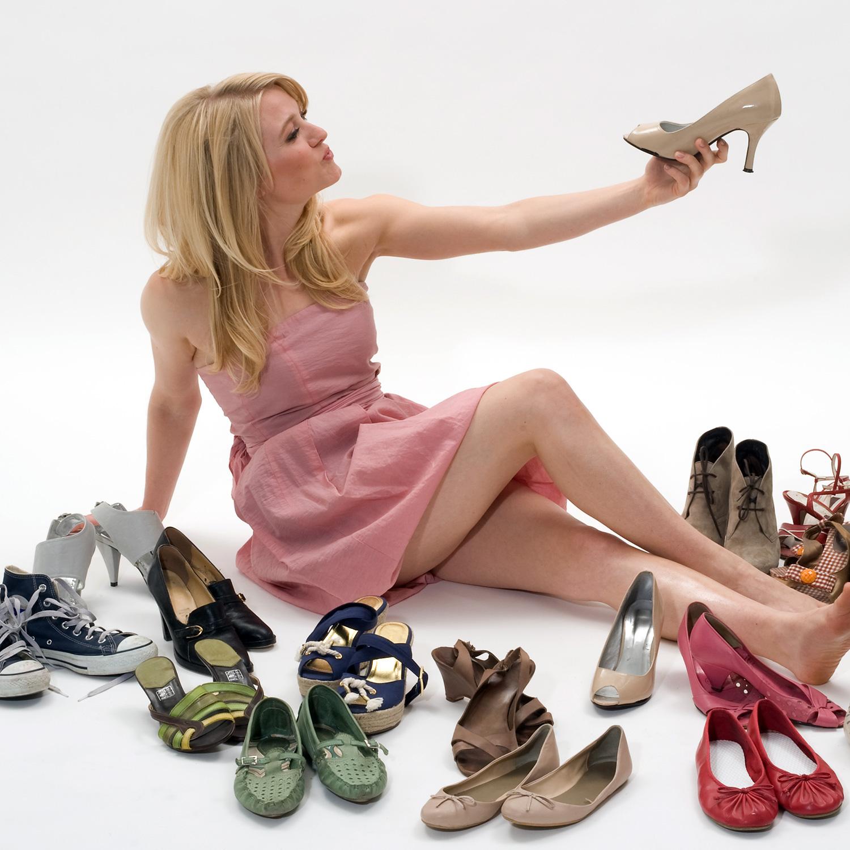 Картинка с обувью что не так, открытка днем